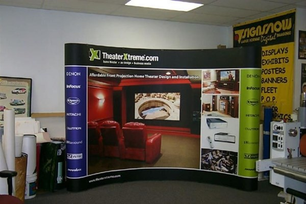 Fully magnetic popup display system with velcro receptive fabric backwal